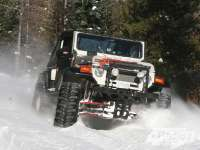 131_0903_01_zcanada_snow_wheeling4x4_toyota_land_cruiser