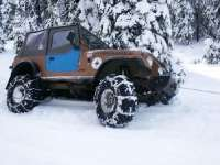 brown-jeep-wrangler-in-snow