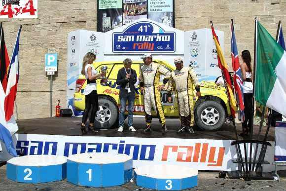 Lorenzo Codecà e Bruno Fedullo con Suzuki Grand Vitara sul podio della Baja Rally San Marino 2013