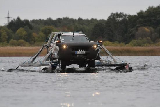 Toyota-anfibio-giro-mondo-Amphibear_boat_Mait_Nilson (1)