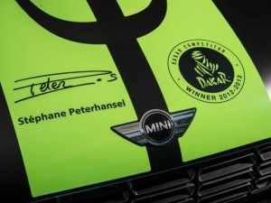 Mini All4 Racing Dakar dettaglio firma pilota e logo Dakar