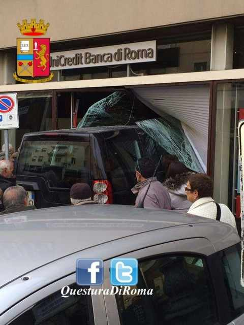 land-rover-velletri-sfonda-banca-unicredit-2014