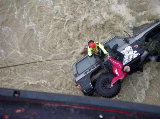 fiume-fuoristrada-patrol-soccorso-elicottero-catania-naugfragio