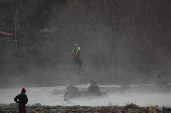soccorso-elicottero-fuoristrada-fiume-3