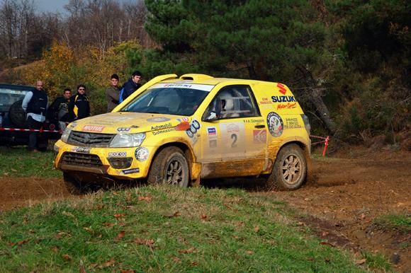 Il tam Dalmazzini-Fiorini con la Suzuki Grand Vitara nella gara di Cross Country