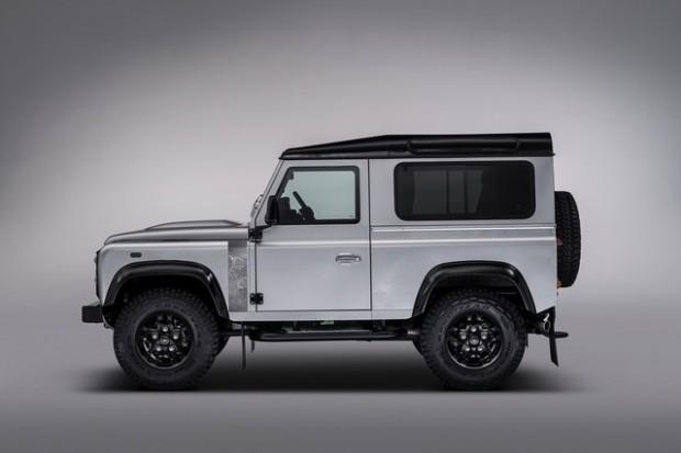 Land-Rover-Defender-2.000.000-2