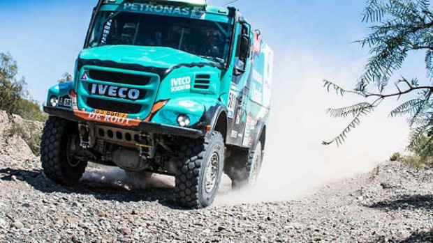 dakar-camion-iveco-petronas-de-rooy