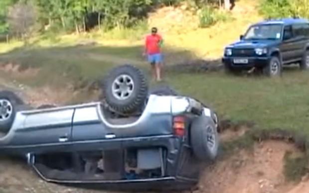 mitsubishi-offroad-crash